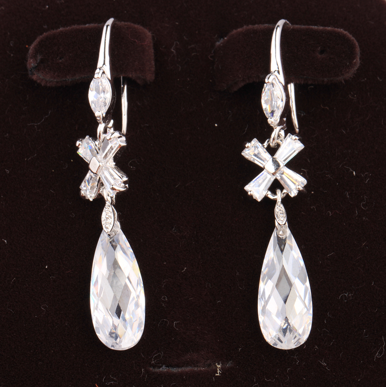 Exquisite Pear White Cubic zirconia Limited 925 Sterling Silver Fashion Jewelry Drop Dangle Earrings S5230